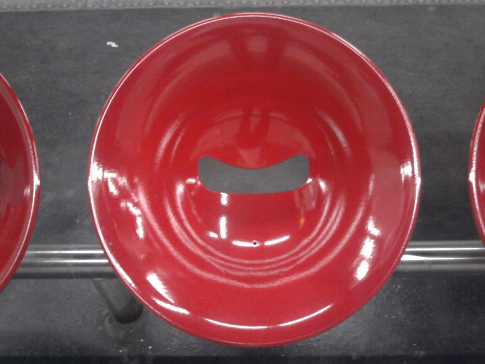 Paris Design | Siège de métro cercle rouge métal, Red circle chair seat subway