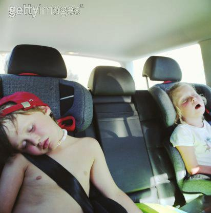 IMAGE BANK FAIL Twin boy and girl asleep in back of car - © Spike Mafford